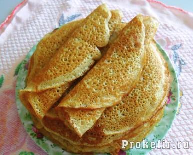 Блинчики из пшеничной и ржаной муки на кефире с дырочками
