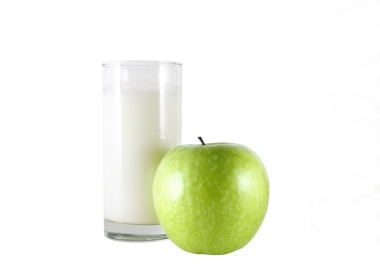 Кефир и яблоко