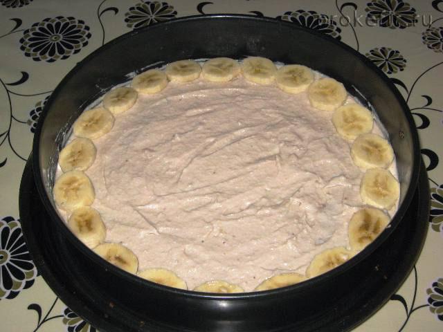 Пирог перед посыпкой кокосом