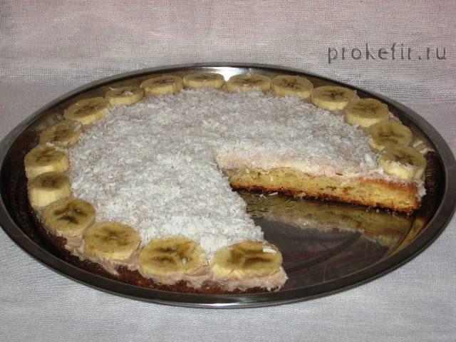 Готовый творожно-банановый пирог на кефире