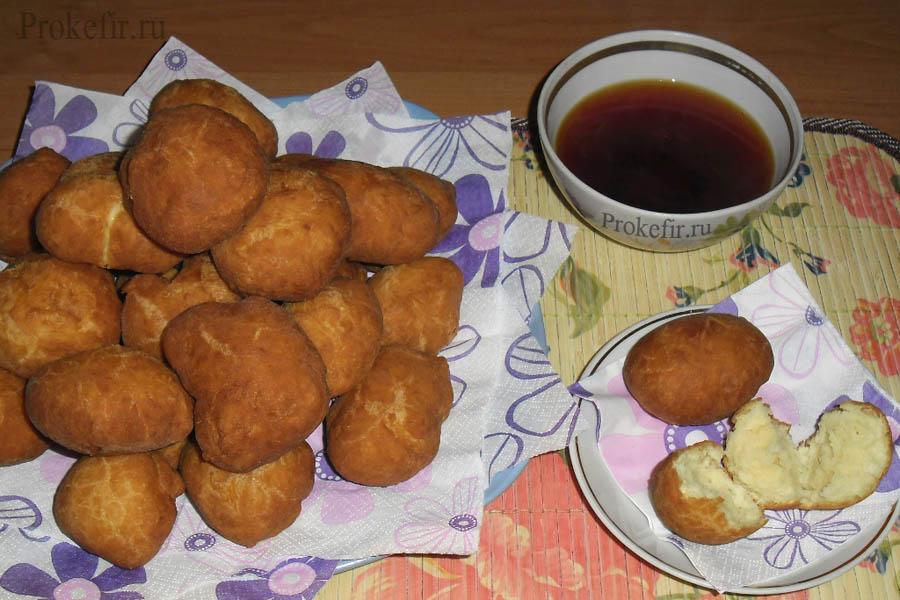 Готовые баурсаки с чаем