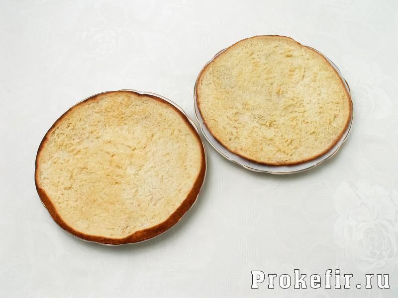 Бисквитный торт с фруктами и кефирным кремом: фото 4