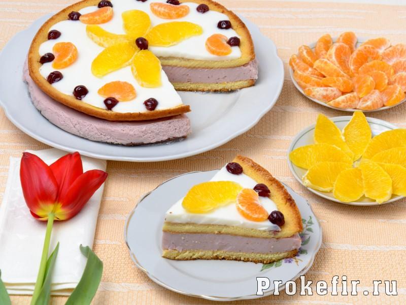 Бисквитный торт с фруктами и кефирным кремом