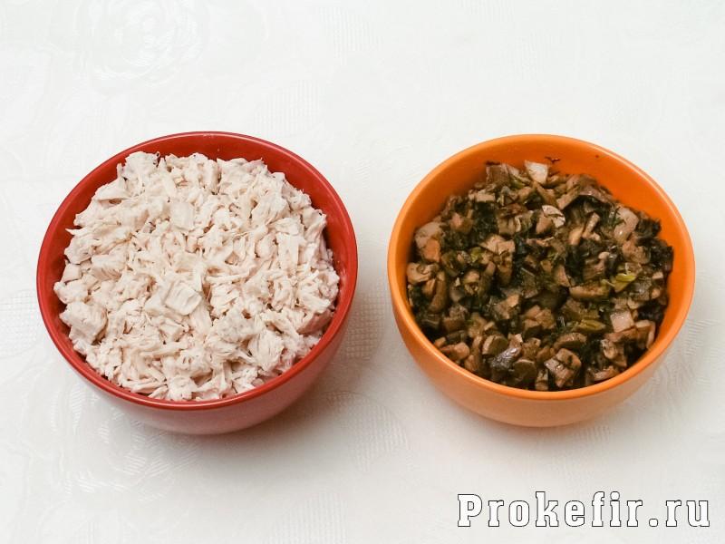 Блинный пирог с курицей и грибами и сыром в духовке: фото 2