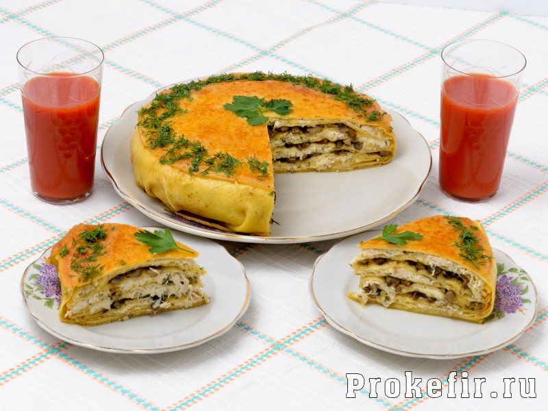 Блинный пирог с курицей и грибами и сыром в духовке