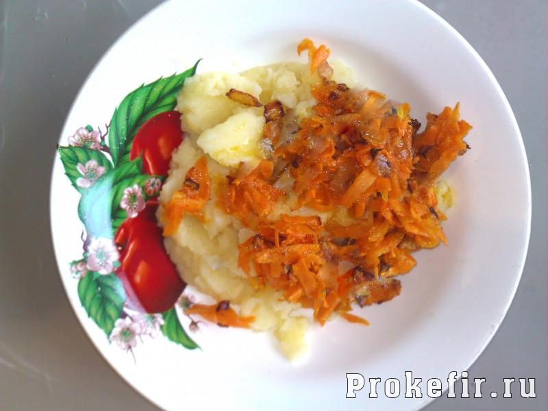 Блины на кефире с картофелем и пассерованными овощами: фото 9