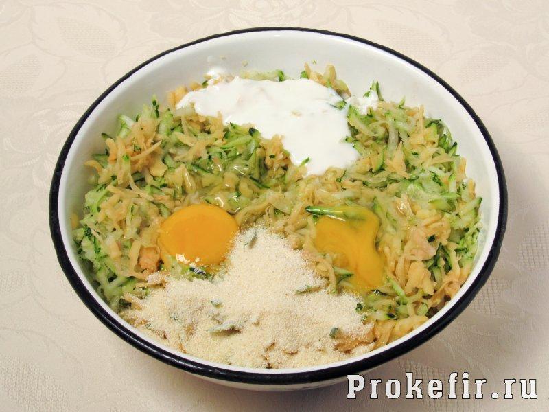 Драники из кабачков на сковороде пышные с манкой и кефиром: фото 3