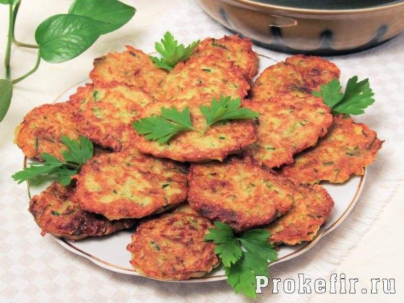 Драники из кабачков на сковороде пышные с манкой и кефиром: фото 5