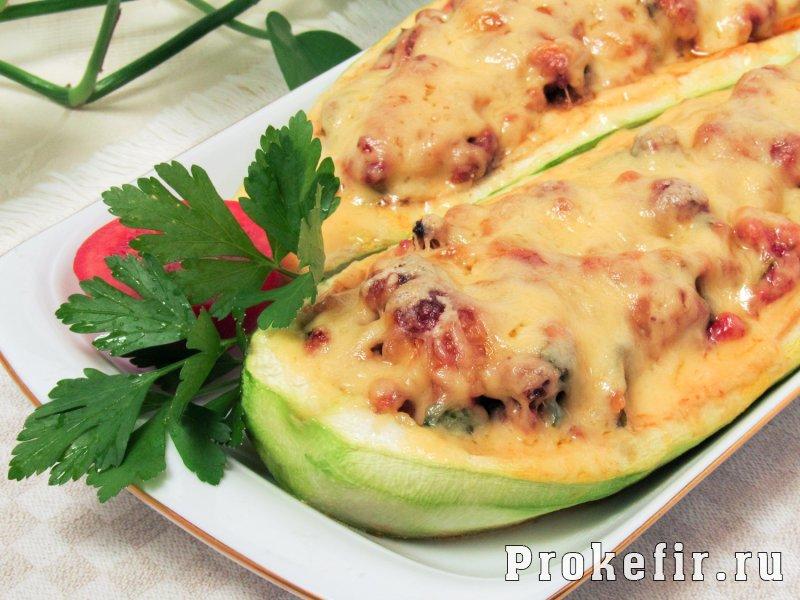 Говядина с кабачками в духовке с помидорами и кефирным соусом: фото 7