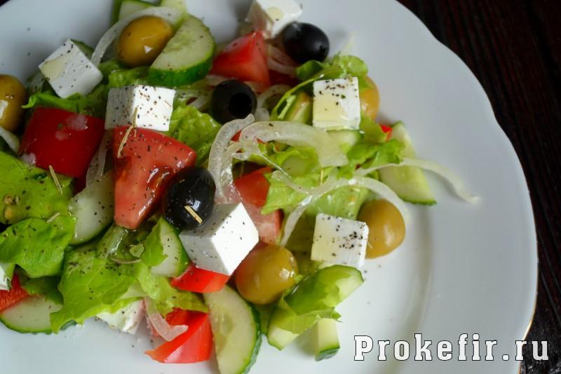 Греческий салат рецепт с фетаксой: фото 6