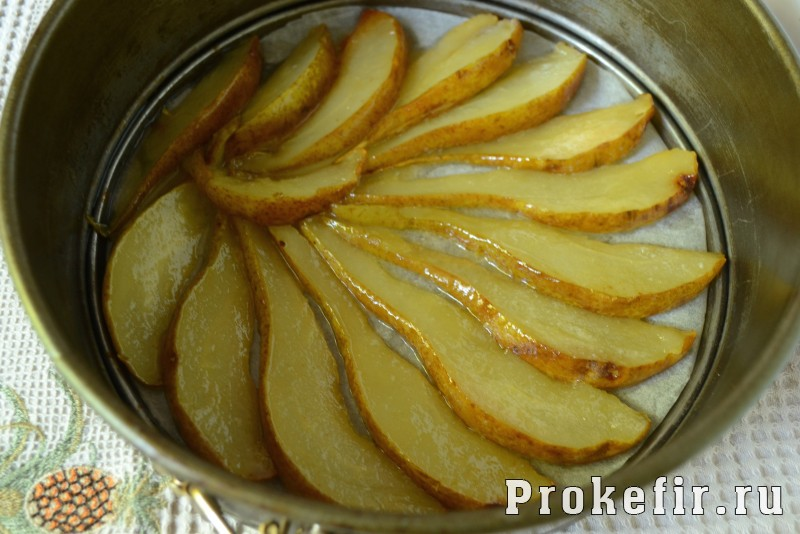 Грушевый пирог на кефире с медом и имбирем в духовке: фото 7