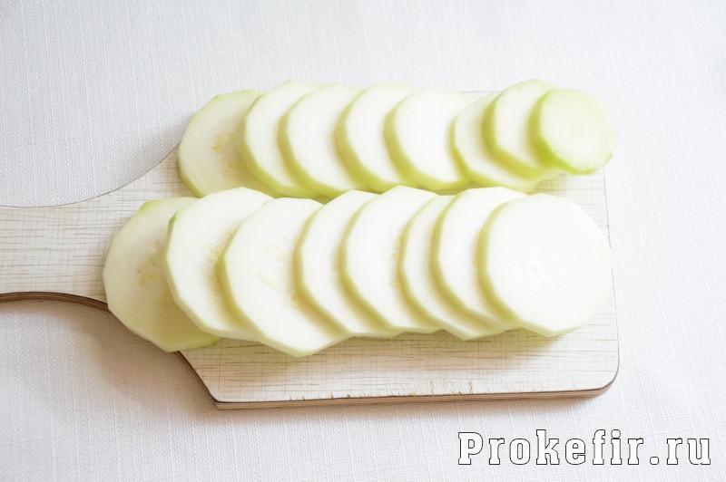 Кабачки в кляре на сковороде с чесноком и сыром: фото 6