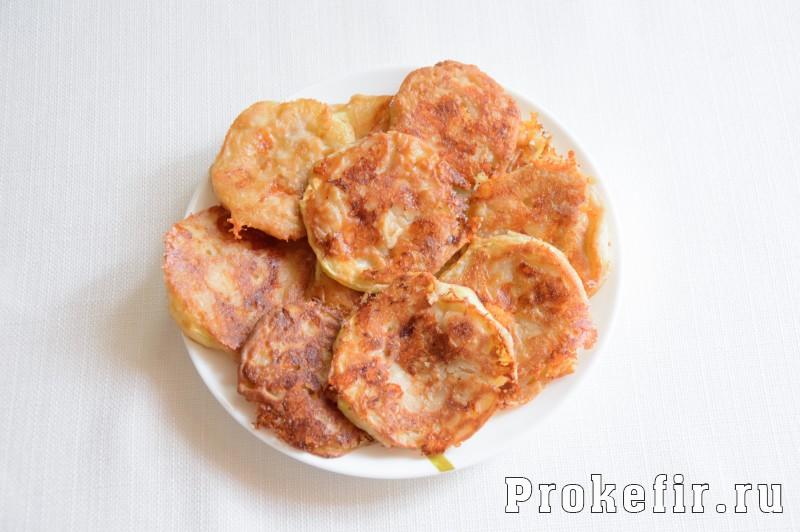 Кабачки в кляре на сковороде с чесноком и сыром: фото 9