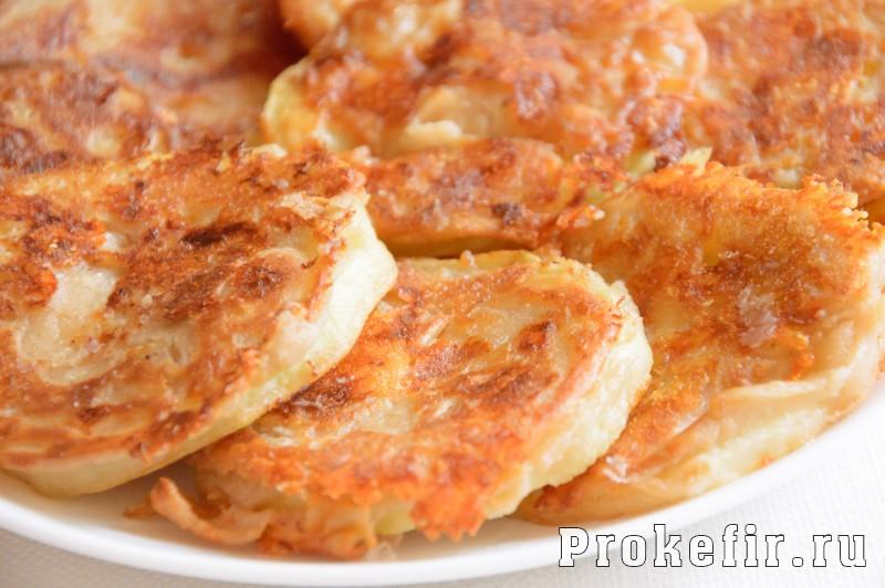 Кабачки в кляре на сковороде с чесноком и сыром
