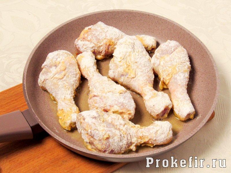Как приготовит куриные голени на сковороде с хрустяшчей корочкой в кляре: фото 5
