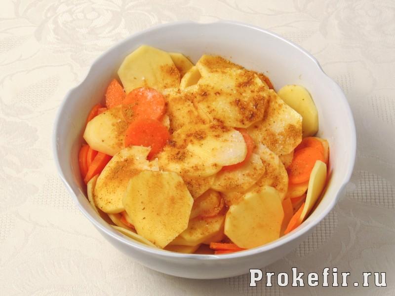 Как приготовит скумбрию в духовке в фолге с картошкой и другими овощами: фото 4
