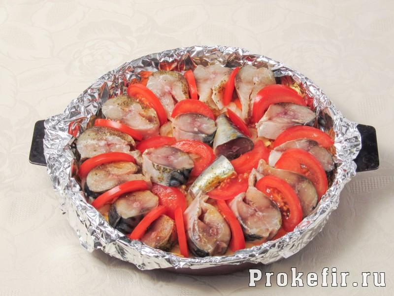 Как приготовит скумбрию в духовке в фолге с картошкой и другими овощами: фото 6