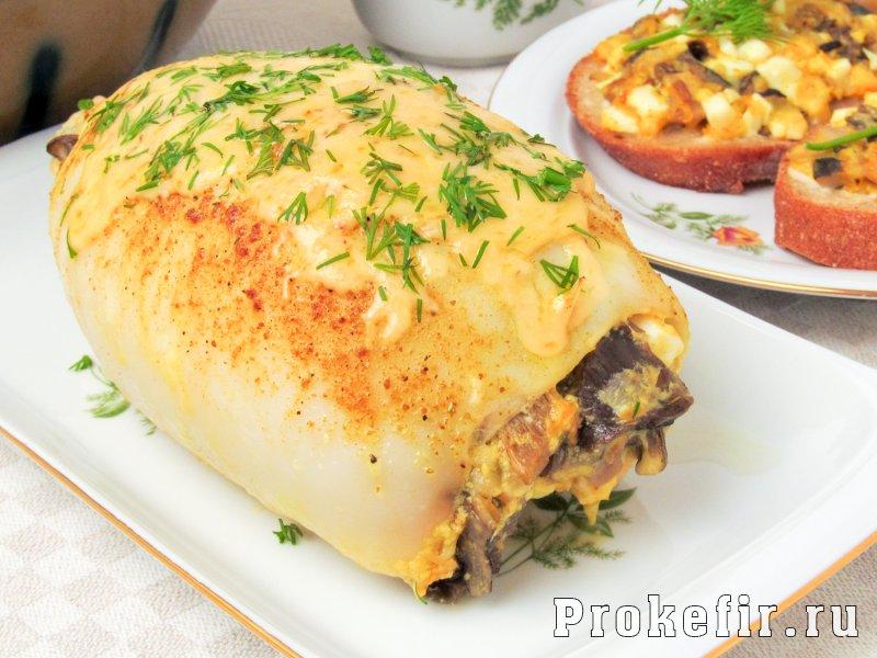Калмары фаршированные грибами и сыром в духовке
