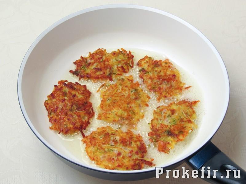 Картофельные драники с ветчиной сыром и зеленью: фото 4