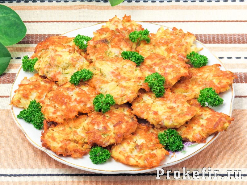 Картофельные драники с ветчиной сыром и зеленью