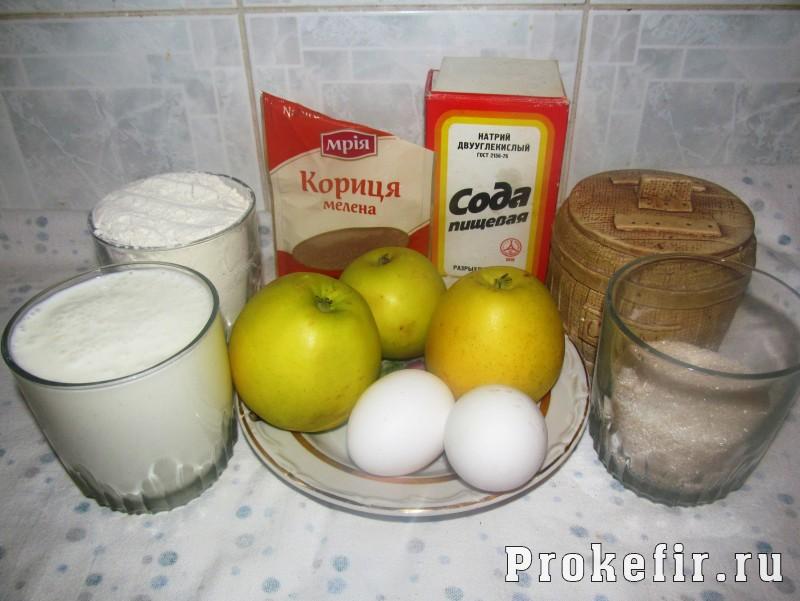 Кекс на кефире с яблоками в мультиварке: фото 1