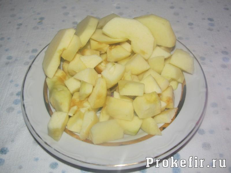 Кекс на кефире с яблоками в мультиварке: фото 2