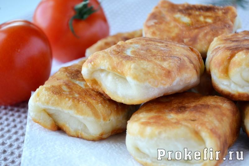 Конвертики из слоеного теста с сыром и ветчиной: фото 9