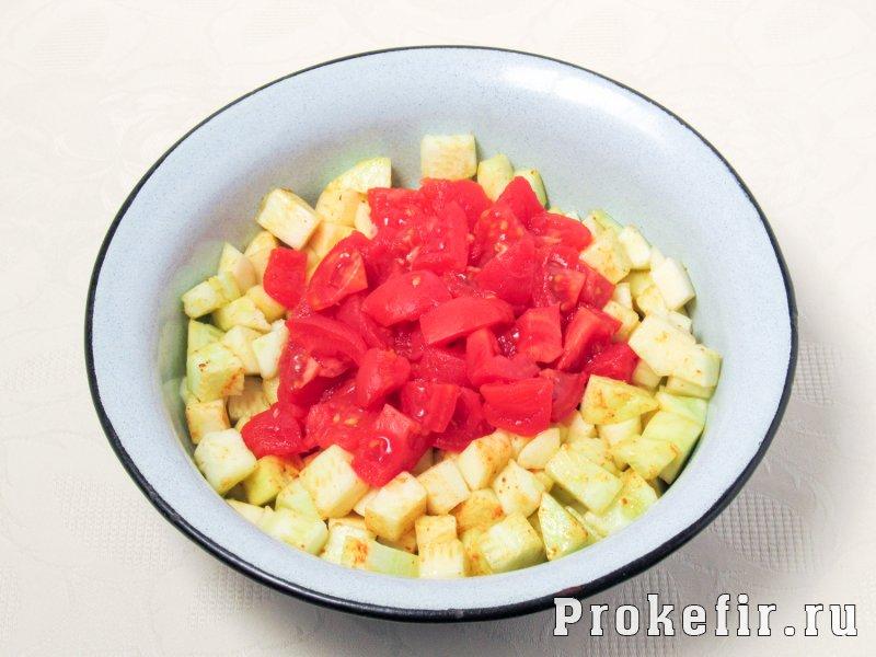 Куриная грудка с кабачками и помидорами в духовке в кефирном маринаде: фото 5