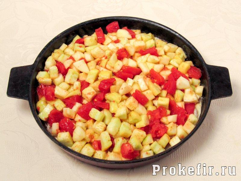 Куриная грудка с кабачками и помидорами в духовке в кефирном маринаде: фото 6