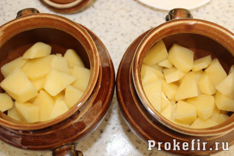 Куриная печень с картошкой в духовке в горшочках: фото 5