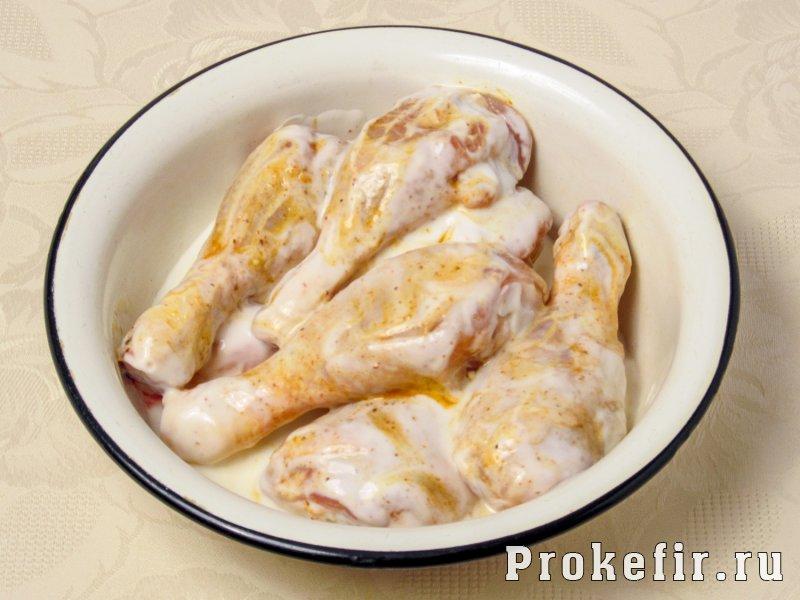 Куриные голени в мультиварке с картошкой в кефирной подливке: фото 2