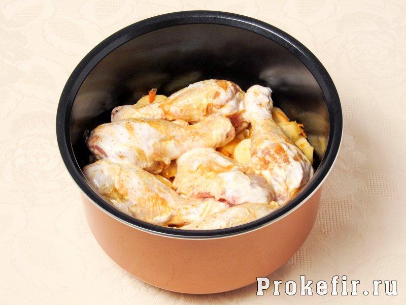 Куриные голени в мультиварке с картошкой в кефирной подливке: фото 6