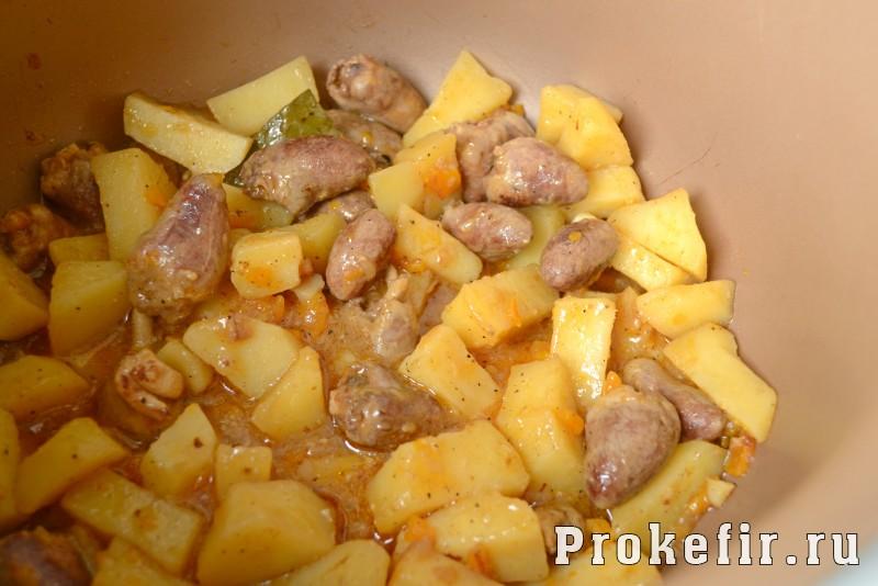 Куриные сердечки в мультиварке с картошкой: фото 7