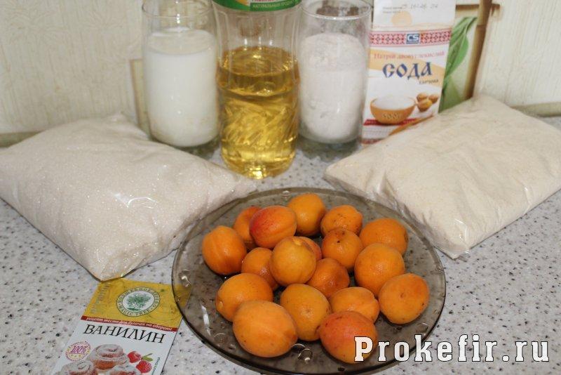 Манник с абрикосами на кефире: фото 1