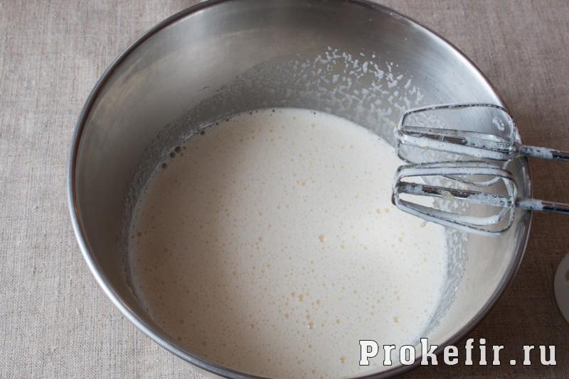 Медовый бисквит в мультиварке на кефире: фото 3