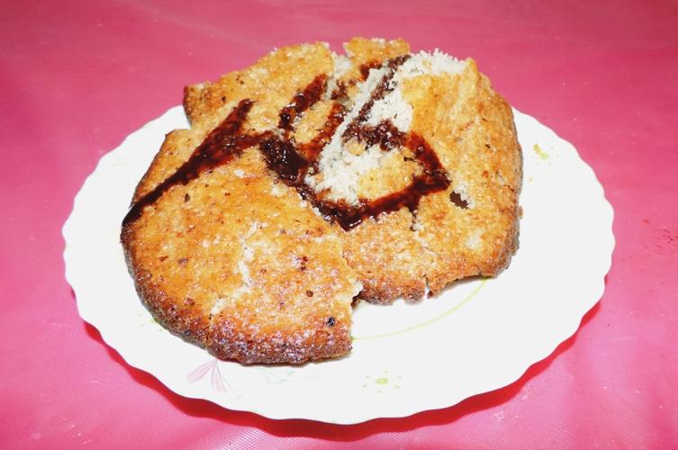 Медовый пирог на кефире с орехами