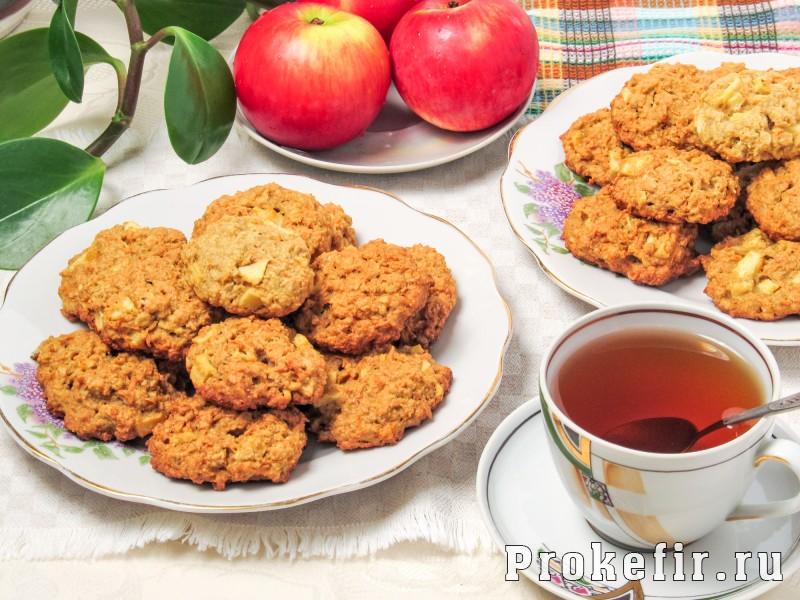 Морковное печенье с овсяными хлопями без муки с яблоком на кефире