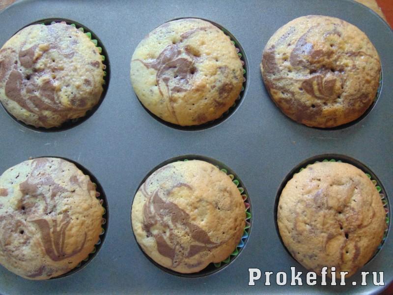 Мраморные кексы на кефире: фото 10