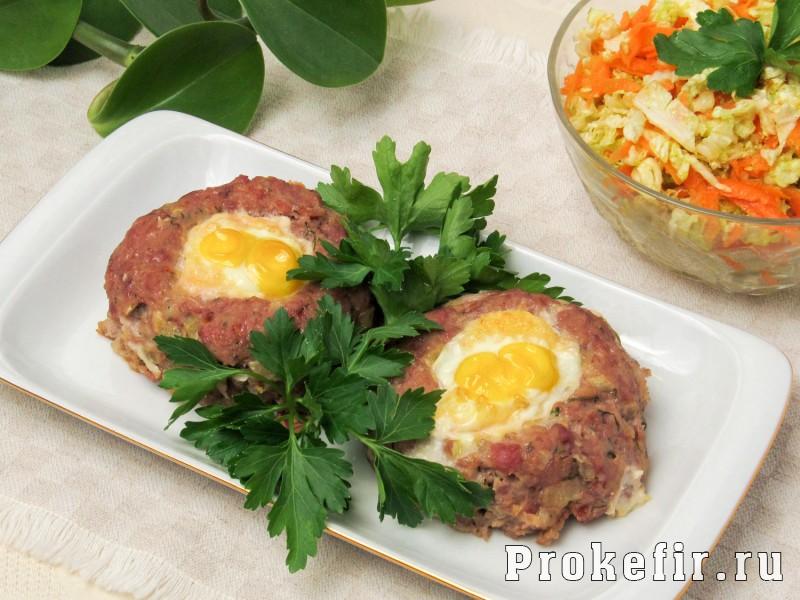 Мясные гнезда из фарша с яйцом и сыром: фото 6