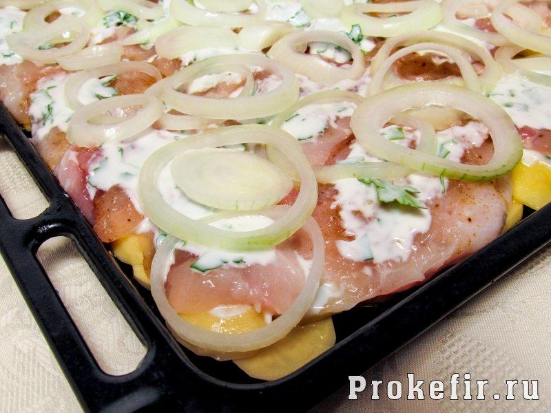 Мясо по франтсузски из курицы с картошкой в духовке: фото 7