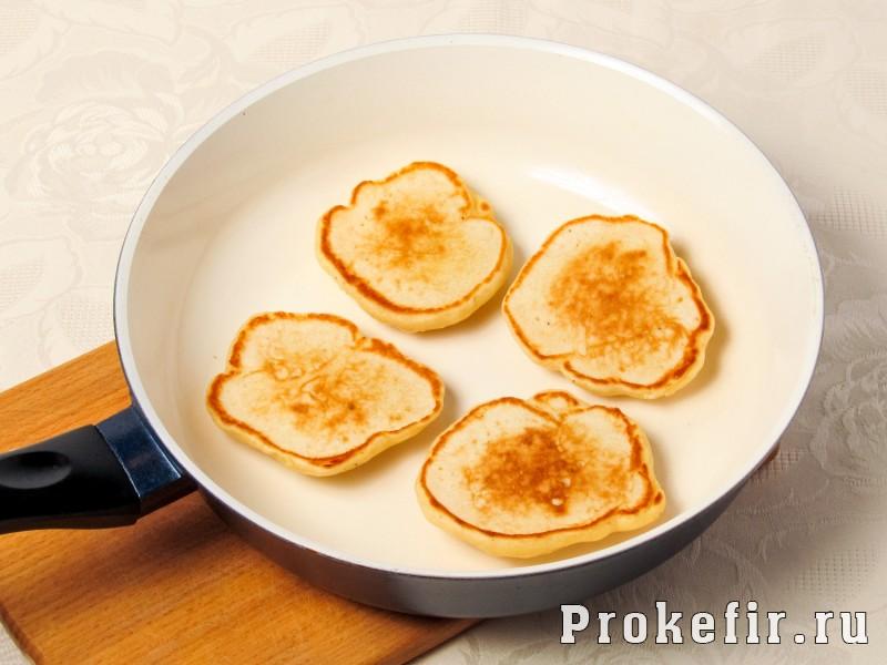 Оладьи на сыворотке пышные и очен вкусные с яйцом на дрожжах: фото 4