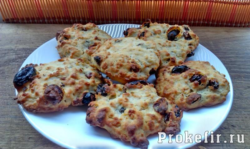 Овсяное печенье с медом и изюмом на кефире