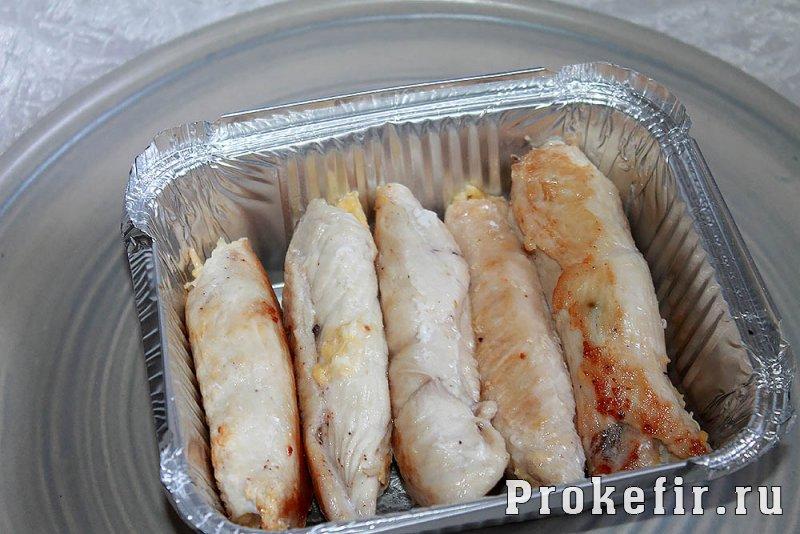 Палчики из куриного филе с сыром и яйцом в духовке: фото 11