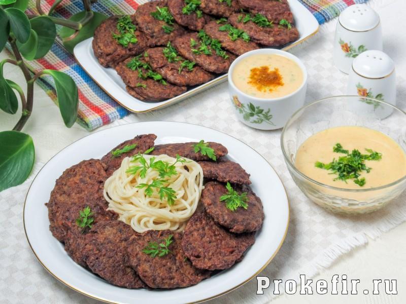 Печеночные котлеты из куриной печени рецепт с манкой и кефирным соусом: фото 7