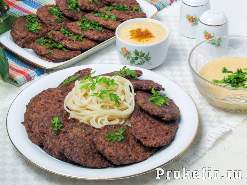 Печеночные котлеты из куриной печени рецепт с манкой и кефирным соусом