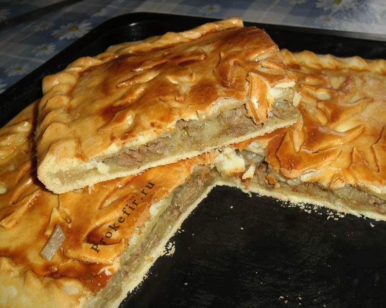 Пирог с куриной печенью, картошкой и луком из теста на кефире
