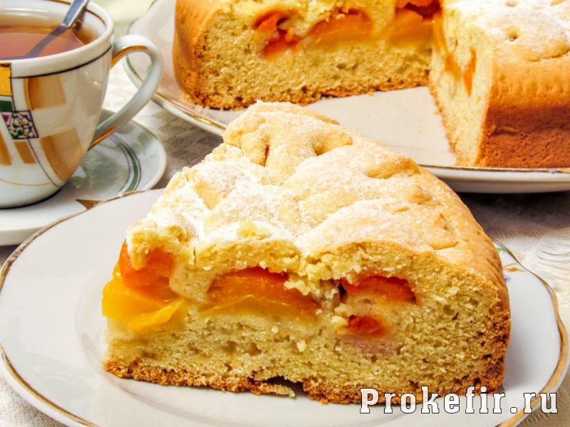 Песочный пирог с абрикосами на кефире