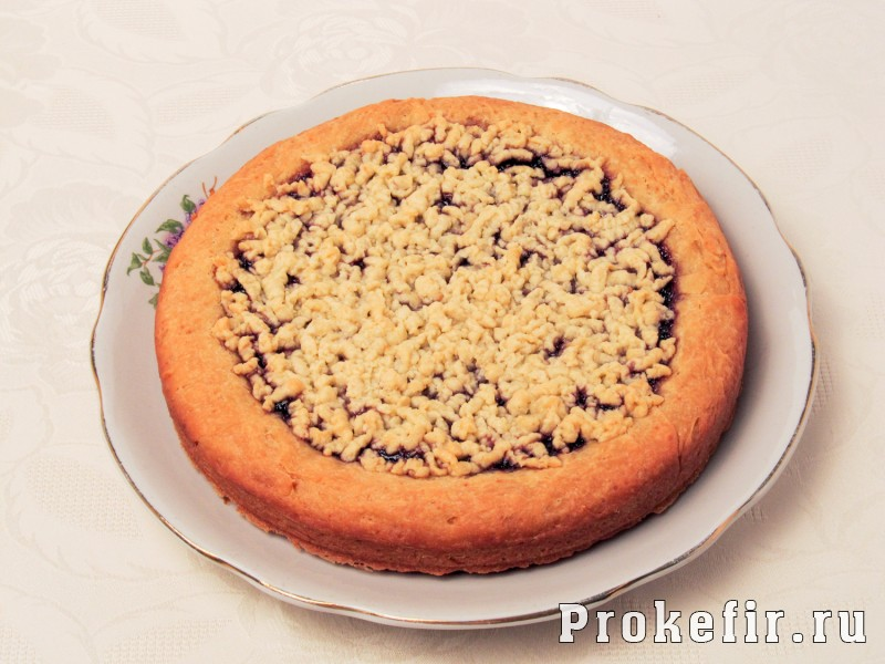 Песочный пирог с вареньем с тйортым тестом сверху: фото 7