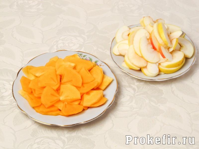 Пирог с хурмой и яблоками на кефире: фото 3