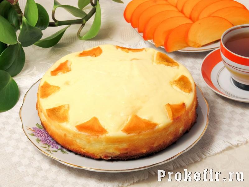 Пирог с хурмой и яблоками на кефире: фото 8